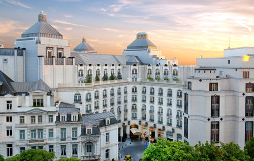The hotel features 269 rooms including 40 suites and a Royal Suite as well as accommodating the 'Café Wiltcher's' Restaurant and the 'Loui Lounge and Bar'.