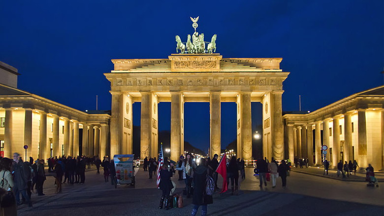 Berlin Brandenburger Tor - Wikimedia Commons - Pedelecs