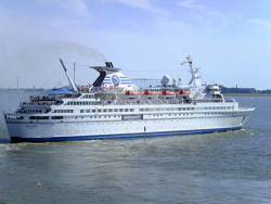 Cruise ship Delphin - Wikimedia Commons