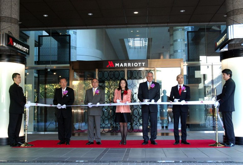 Photo caption: Left to right: Mr. Toshio Hara, Director and President, Hara Museum of Contemporary Art; Mr. Takeshi Hamano, Chief of Shinagawa Ward; Ms. Miwako Date, President, Mori Trust Hotels & Res