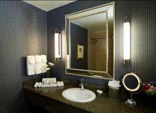 Kinzie Hotel Guest Bathroom