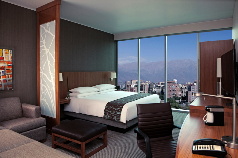Hyatt Place Santiago/Vitacura. Guestroom with Andes Mountain View