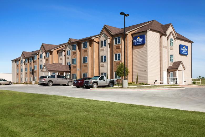 Microtel Inn & Suites by Wyndham in Pleasanton, TX