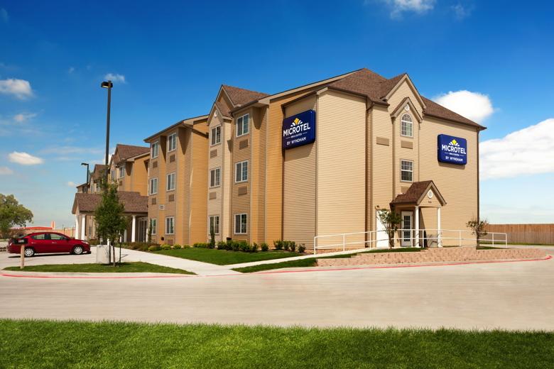 Wyndham Microtel Inn & Suites in Kenedy, TX