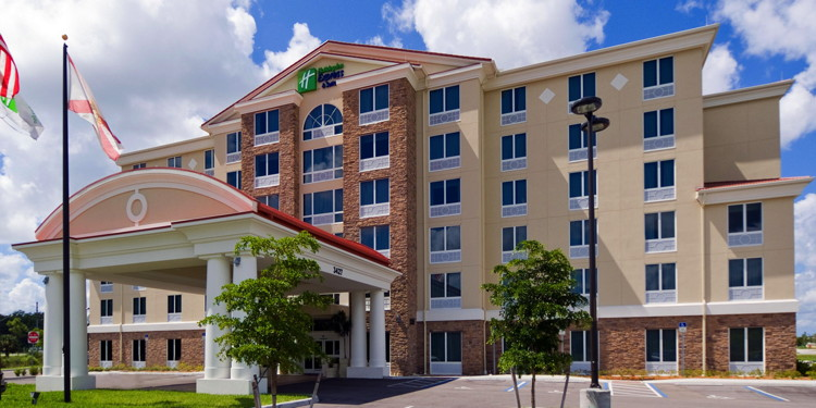 Holiday Inn Express & Suites Ft Myers - Exterior