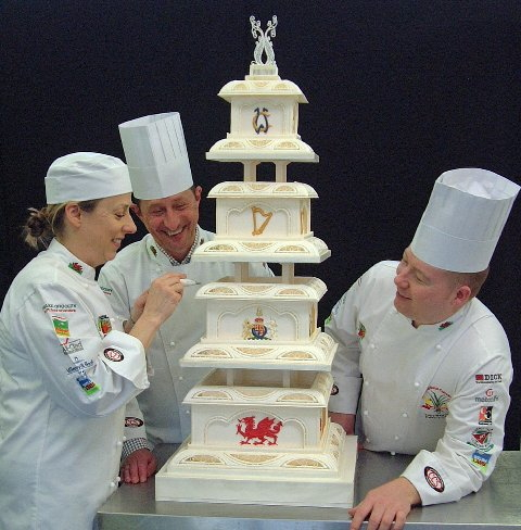 prince william wedding cake chefs reveal wedding cake made for prince william 18789