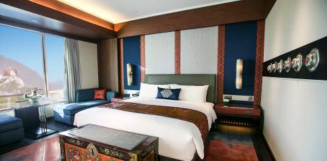 Guestroom at Shangri-La Hotel Lhasa