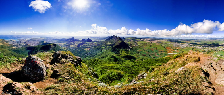 Panoramic view from Le Pouce of Mauritius - Clément Larher - Wikimedia Commons