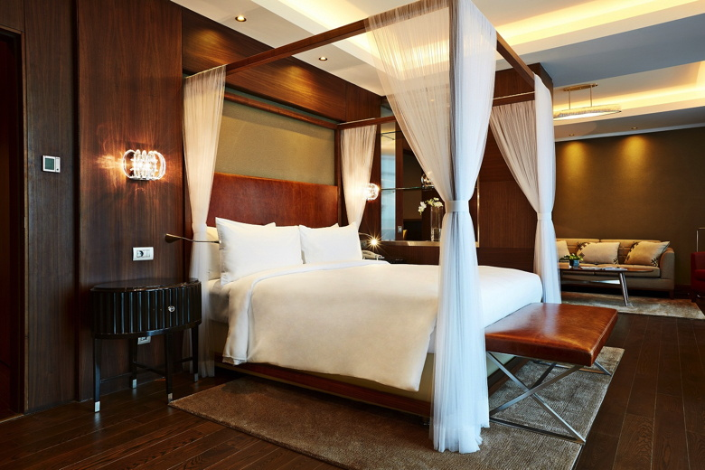 Guest room Renaissance Minsk Hotel