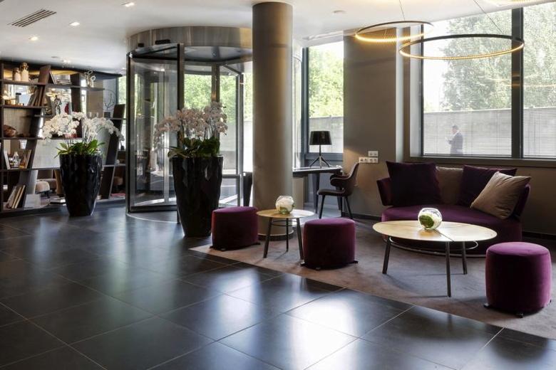 AC Paris Porte Maillot Lobby