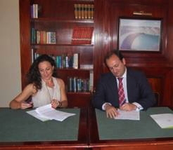 Ricardo Fernández de la Puente Armas, Deputy Minister of Tourism for the Canary Islands signed the agreement last month with Cristina Hernández, eRevMax's Director of Sales South Europe at the Hotel Escuela Santa Brígida in Gran Canaria.