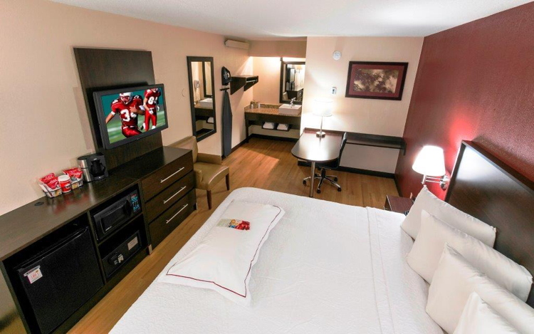 Guest room with Red Roof Hotels New Bedding Package