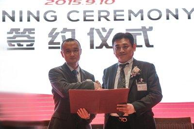 Chairman of Swiss International Hotels (China) Group Mr. Benjamin Yan shaking hands with the Chairmman of YOKO International