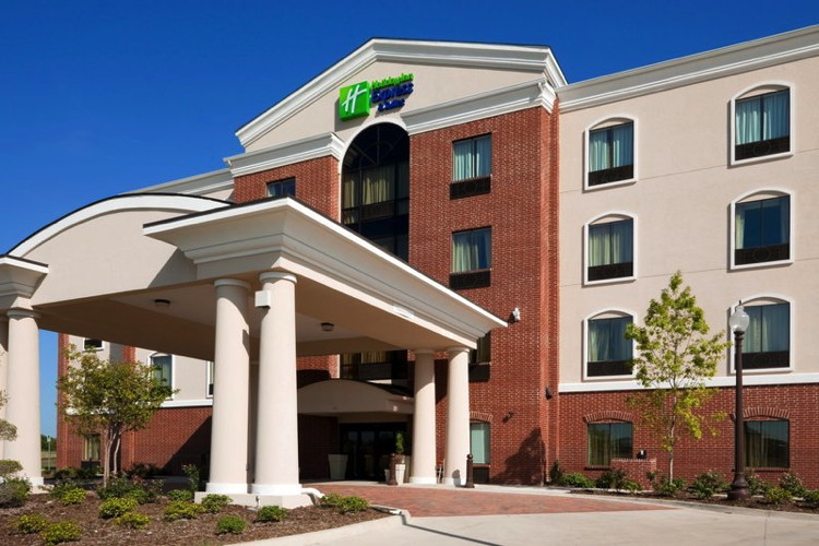 Holiday Inn Express & Suites in Ennis, TX