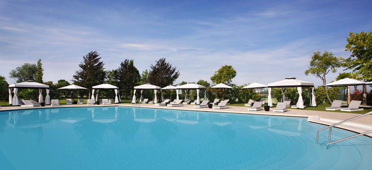 The pool at the San Clemente Palace Kempinski Venice Hotel