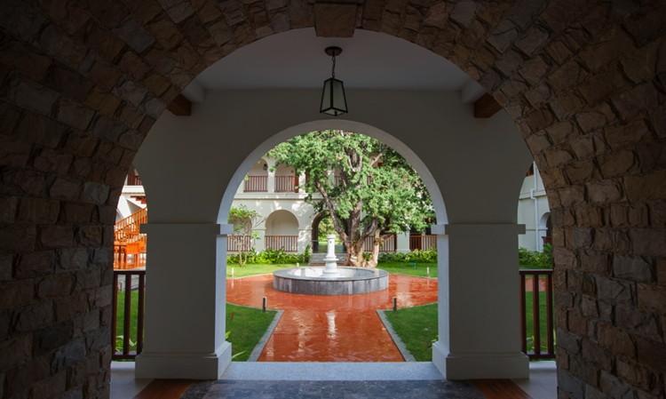 Sanctum Inle Resort - Courtyard
