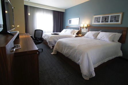 Hampton Inn & Suites by Hilton Hotel guest room