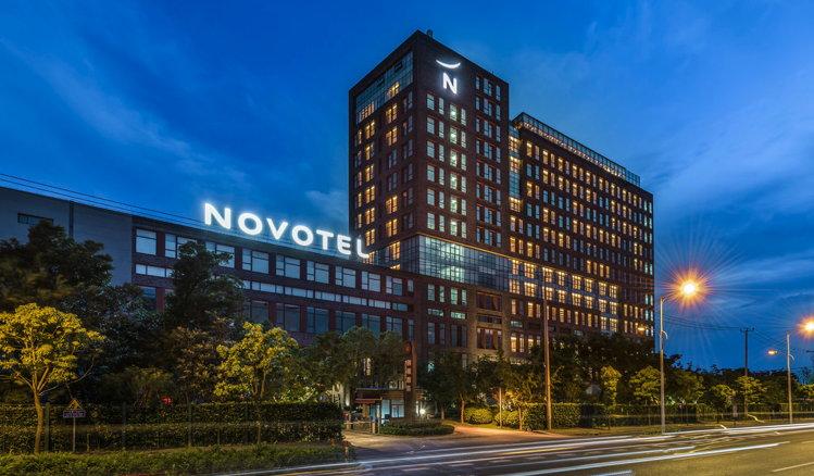 Novotel Shanghai Clover Hotel - Exterior