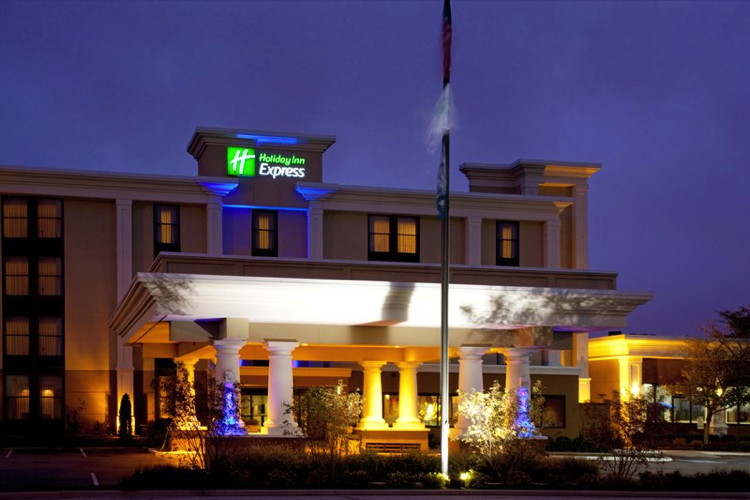 Holiday Inn Express in Indianapolis, IN - Exterior at night