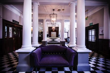DoubleTree by Hilton Cheltenham Hotel - Lobby
