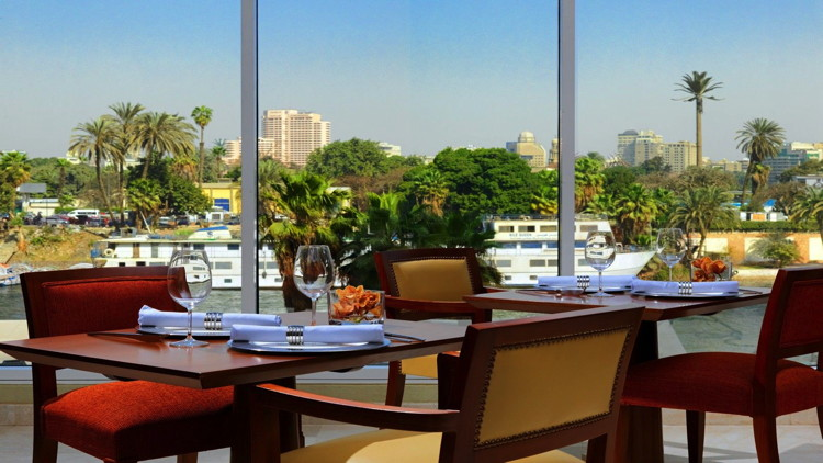 Sheraton Cairo Hotel - Restaurant overlooking the nile
