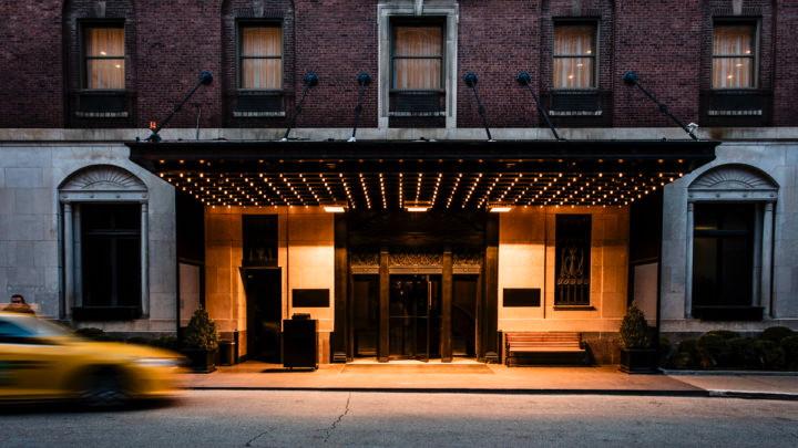 Ambassador Chicago - Entrance