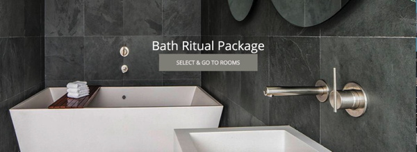A luxurious hotel bath room