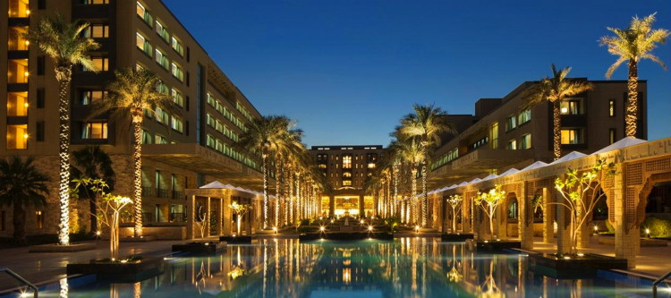 Jumeirah Messilah Beach Resort & Spa in Kuwait - Exterior at night
