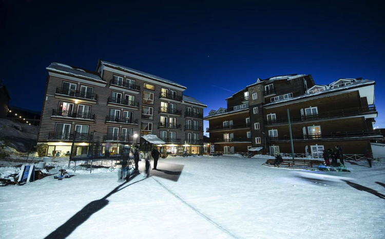 Best Western Plus Bakuriani - Exterior at night