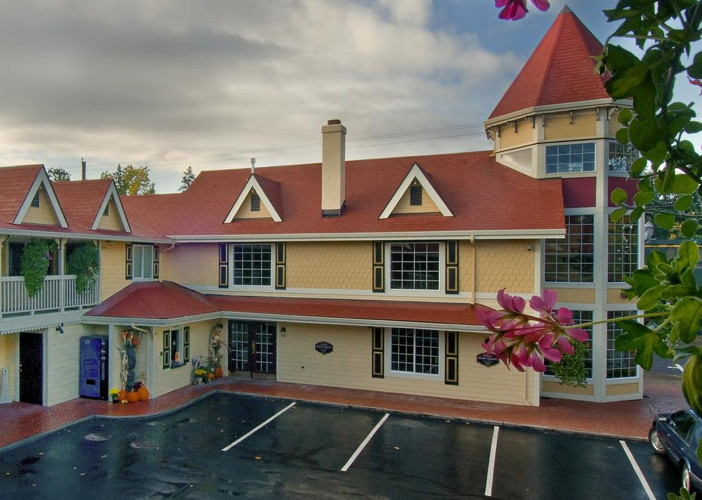 Silverton Inn, Silverton, Oregon - Exterior