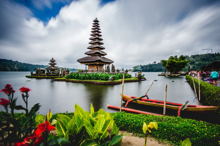 Pura Ulun Danu Bratan, Indonesia - Photo by Tobias Winkelmann on Unsplash