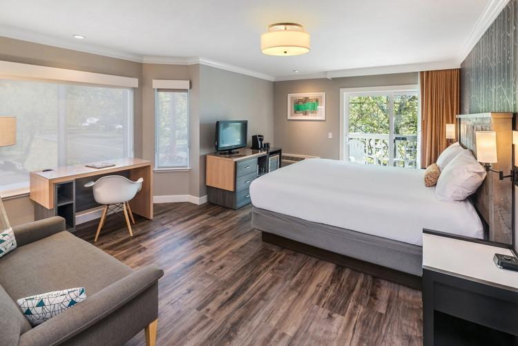 Guestroom at the UpValley Inn & Hot Springs Hotel