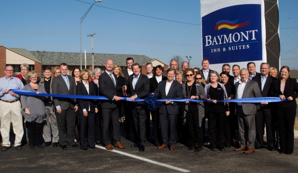 Caption: Executives and leadership teams from Wyndham Hotel Group, ONE Lodging Management Inc. and American Hotel Income Properties REIT gather to celebrate the unveiling of Baymont Inn & Suites Wellington, KS.