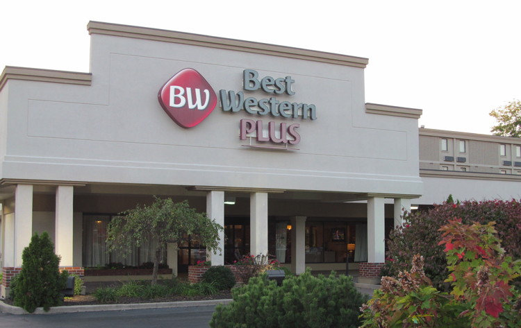 Best Western Plus Hotel & Conference Center, La Porte, Indiana - Entrance