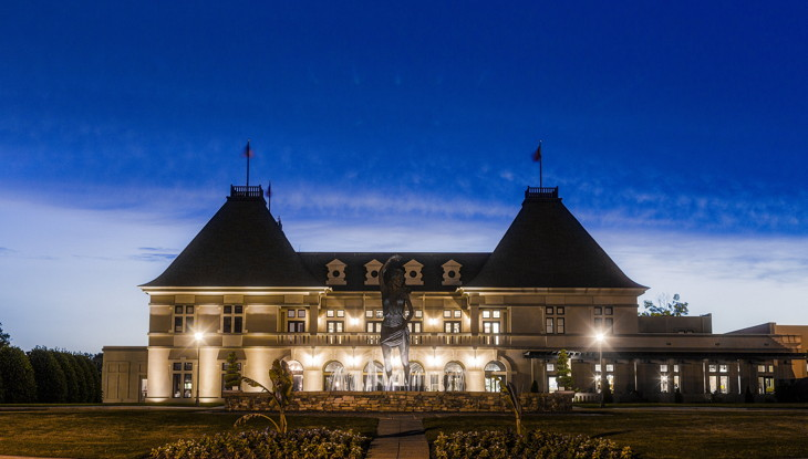 Château Élan Winery & Resort - Exterior at night