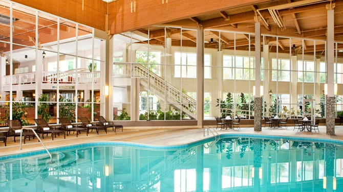 DoubleTree by Hilton Burlington Vermont - Pool