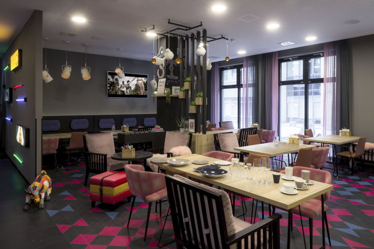 niu Cobbles Hotel - Lobby/Restaurant