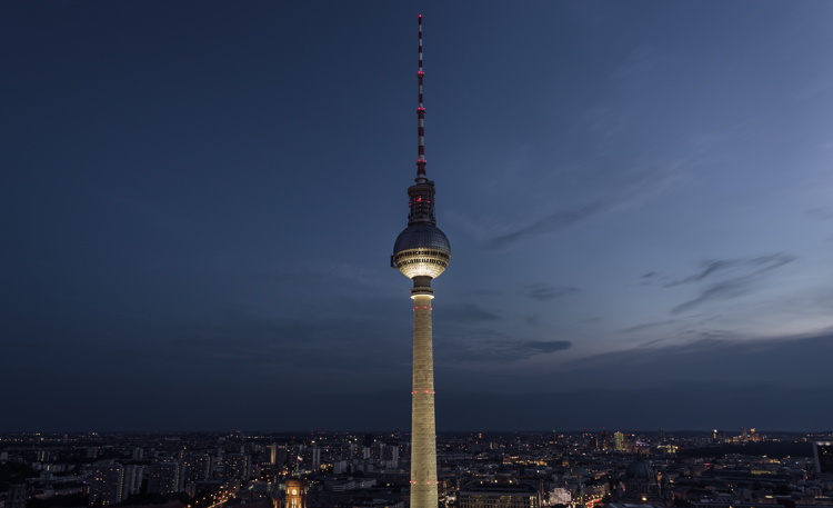 View from a viewing platform at 40th floor of the Holiday Inn hotel at Alexanderplatz in Berlin, Germany. Photo by Artem Sapegin on Unsplash