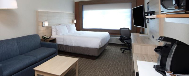 Holiday Inn Express & Suites Guestroom