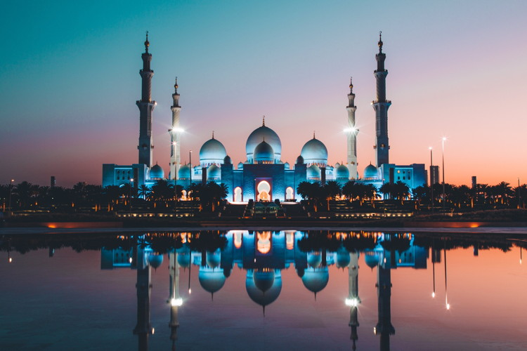 Sunset in Abu Dhabi - Photo by David Rodrigo on Unsplash