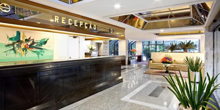 An unnamed Boulevard Hotéis lobby
