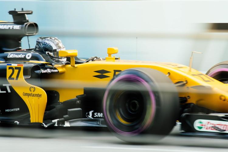 A F1 car - Photo by chuttersnap on Unsplash