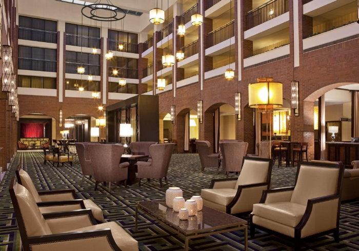 Sheraton Society Hill Hotel in Philadelphia - Atrium