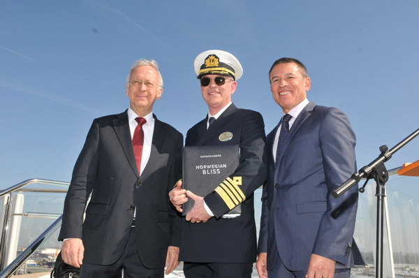 From Right to Left: Andy Stuart, President and Chief Executive Officer of Norwegian Cruise Line, Captain Karl Staffan Bengtsson, and Bernard Meyer, Managing Partner of Meyer Werft
