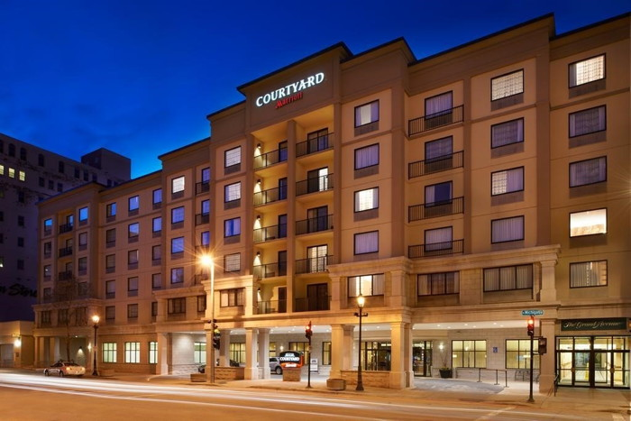 Courtyard by Marriott Milwaukee Downtown - Exterior
