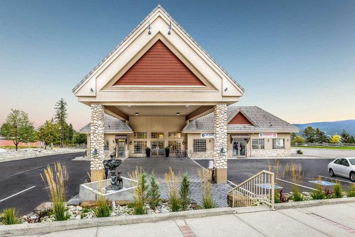 Prestige Radium Hot Springs Resort in British Columbia - Entrance