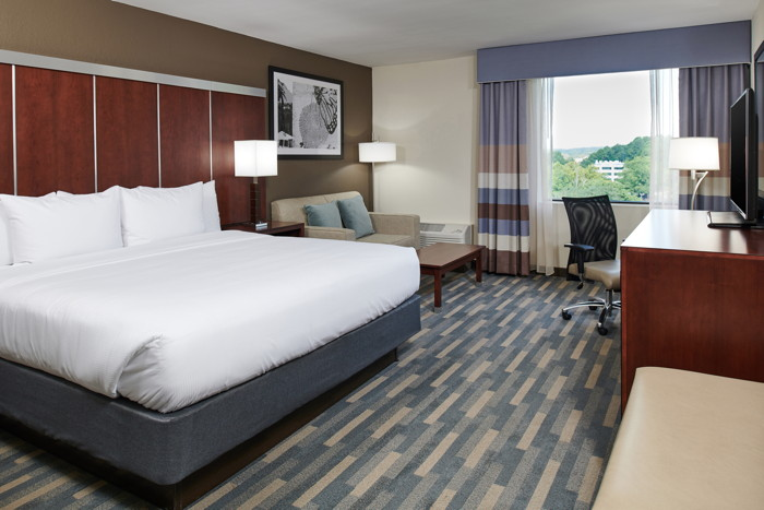 Guestroom at theDoubleTree by Hilton Raleigh Crabtree Valley