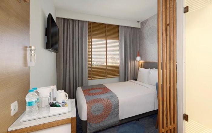 Guestroom at the Holiday Inn Express Chennai OMR Thoraipakkam