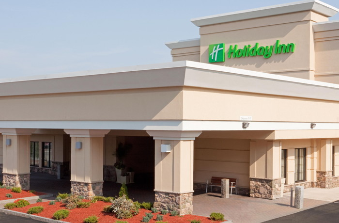 Holiday Inn & Suites Boston-Peabody - Entrance
