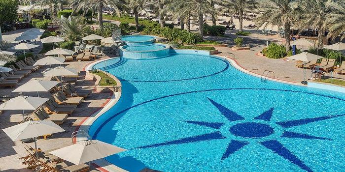 Radisson Blu Hotel & Resort, Abu Dhabi Corniche - Pool